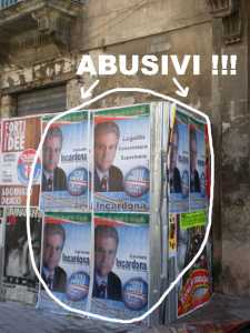 Manifesti abusivi (immagine esemplificativa)